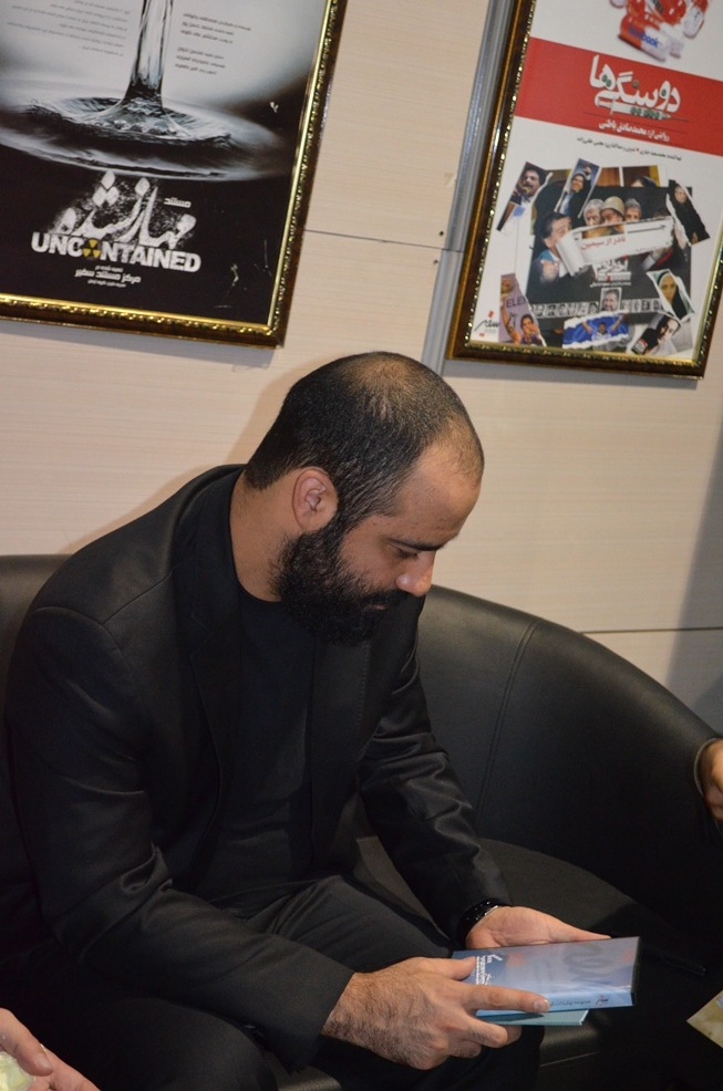 حضور عبدالرضا هلالی در غرفه مرکز مستند سفیر