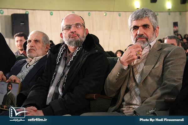 سعید قاسمی و پدر شهید احمدی روشن در اختتامیه چهارمین جشنواره مردمی فیلم عمار٬ سینما فلسطین