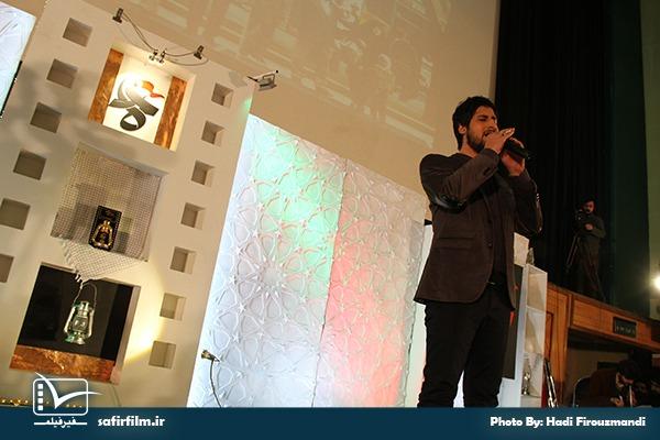 اجرای موسیقی توسط حامد زمانی خواننده پاپ