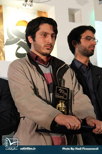 محمدصادق باطنی کارگردان مستند «او با ما»، برنده فانوس زرین چهارمین جشنواره مردمی فیلم عمار در بخش «نقد درون گفتمانی، فتنه ۸۸ و جنگ نرم»