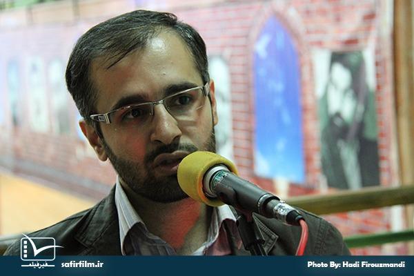 محمدصالح مفتاح٬ مجری بخش اخبار جشنواره در برنامه رادیویی سینماعمار