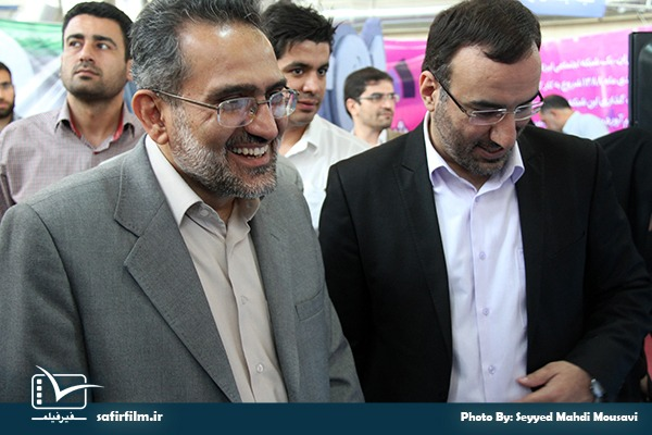 حضور دکتر حسینی- وزیر سابق فرهنگ و ارشاد اسلامی در غرفه سفیرفیلم