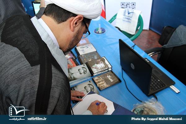 حضور حجت الاسلام و المسلمین علی کریمیان- دبیرکل اتحادیه رادیو تلویزیون های اسلامی در غرفه سفیرفیلم